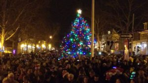 s greatest tradition. Town residents join each other for caroling the night before Christmas.