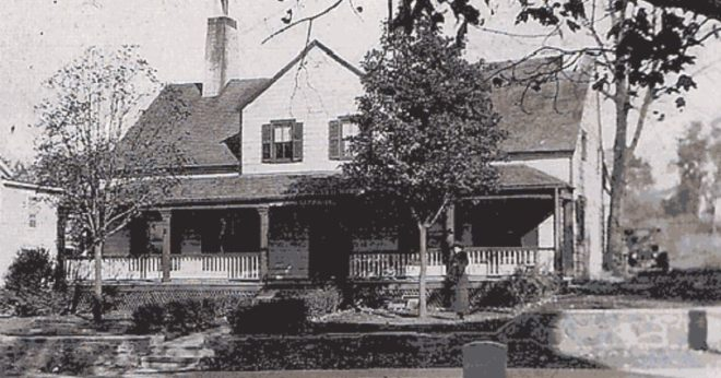Old Bernardsville Library c.1907 used to be the Parker Tavern home to daughter Phyllis the ghost. #mrlocalhistory