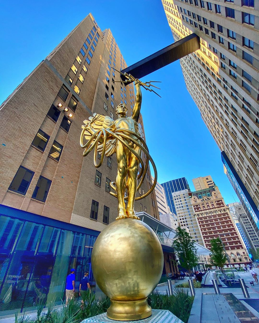 AT&T Discovery District 2020 and the Spirit Of Communication aka Golden Boy - Mr Local History
