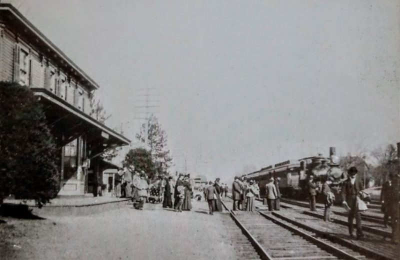 The-7-47-train-at-the-Cranford-Station-c1900-1